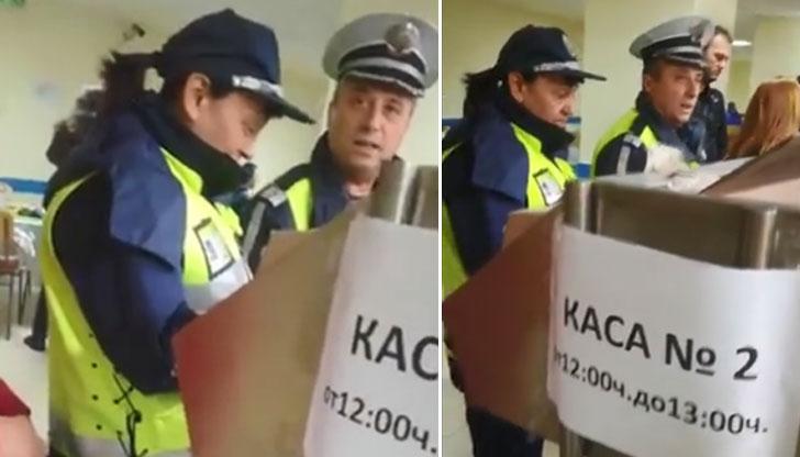 Гладни полицаи обядват в студентски стол