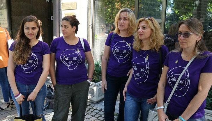 Облекчават отпускането на онколекарствата за деца до края на месеца