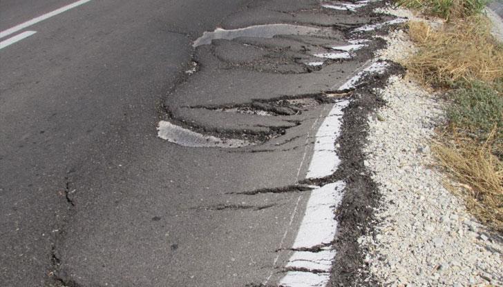 Път в Русенско пропадна само три месеца след ремонта му