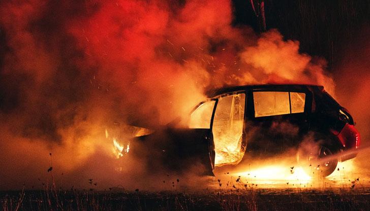 Коли горят на паркинг в София