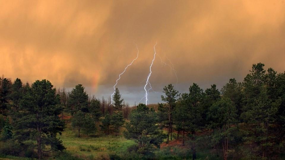 При гръмотевична буря – изключете телефона, далеч от вода, контакти и метал