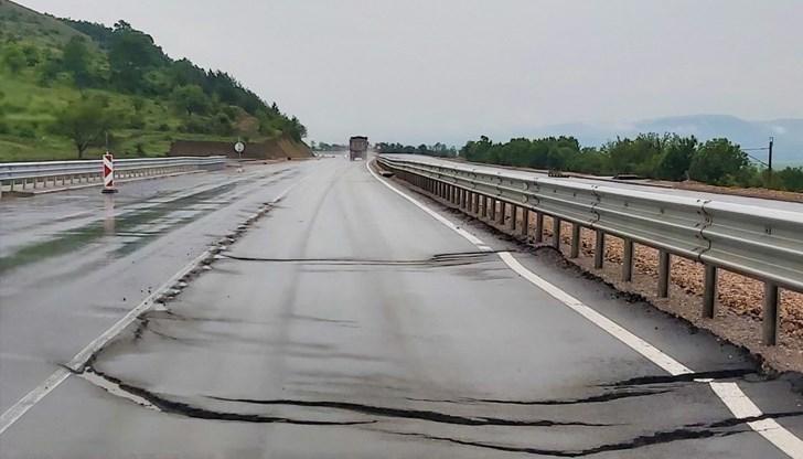 Пропадна магистралата, която без да е официално открита, беше пусната за движение, за да може Борисов да отчете дейност и личен пиар