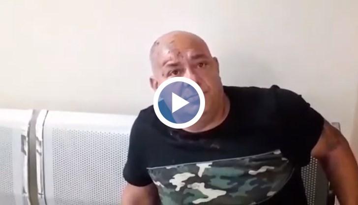 50-годишният Кольо Иванов се намира във фоайето на Спешния център в УМБАЛ-Бургас , варден от полицаи