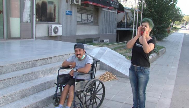 Майка на дете с увреждане опита да се барикадира в офиса на ГЕРБ в Русе