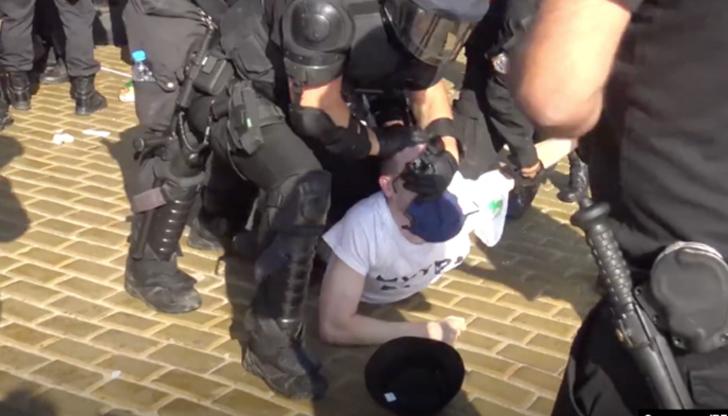 Евродепутати настояват за разследване на насилието над журналисти