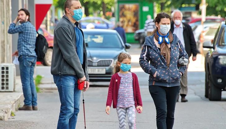 Ако употребата на маска работи, тогава защо е социалното дистанциране?