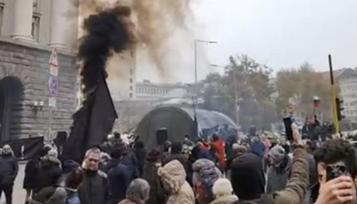 Два протеста се смесиха в София