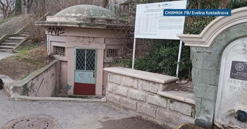 Кабел стърчи от градска чешма в Морската градина във Варна
