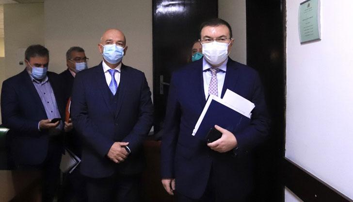 Николай Слатински: Властта изобщо не иска вирусът да стихне