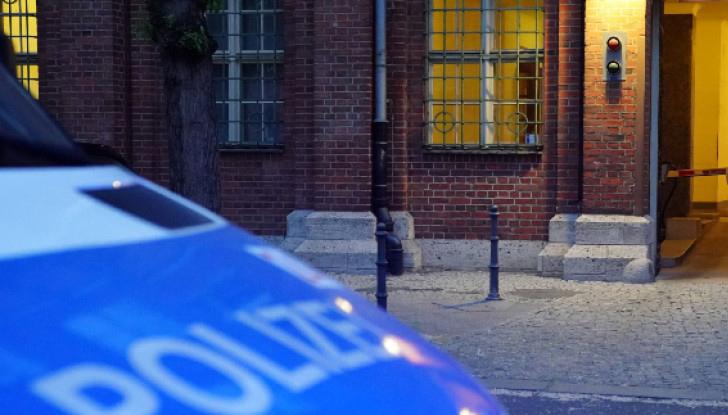 Трима мъже и една жена са ранени след стрелба пред бар в Берлин