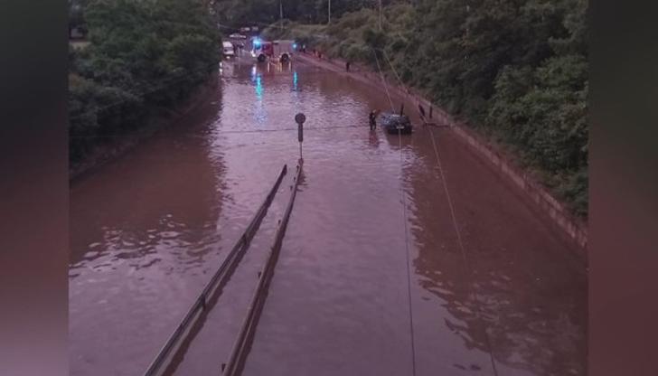 Пороен дъжд наводни  Враца
