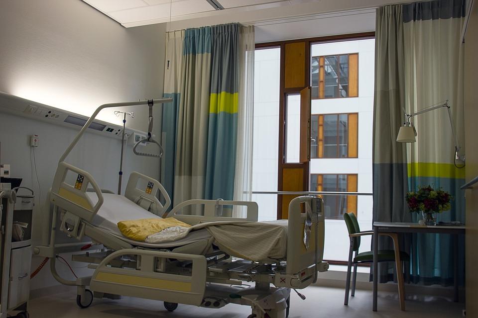 С нова заповед на МЗ се допускат свиждания в болници