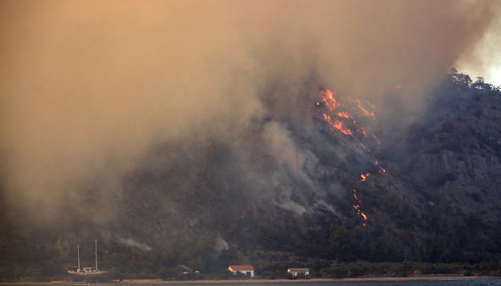 Опустошенията от пожарите в Турция са видими дори от Космоса