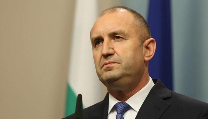 Президентът Радев: Пожарникарите показаха екипност и професионализъм