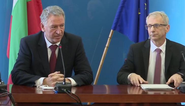 НА ЖИВО: Министър Кацаров: Искаме да върнем малките ученици в клас още следващата седмица